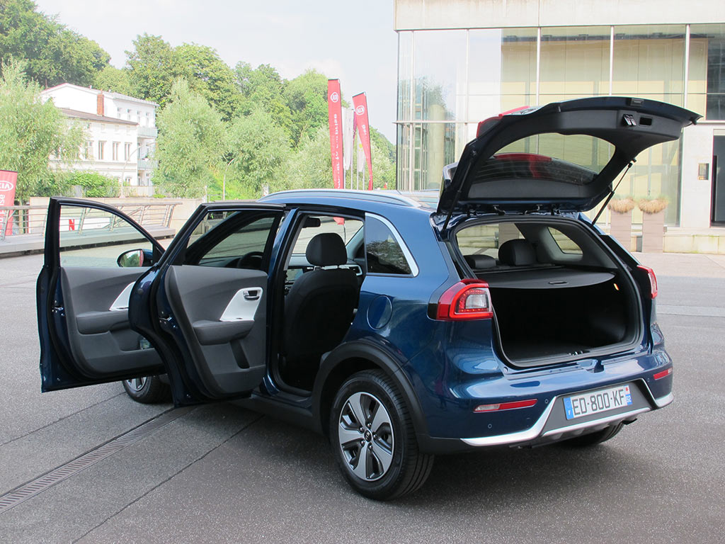 test tour hybrid crossover kia niro k s newsroom. Black Bedroom Furniture Sets. Home Design Ideas