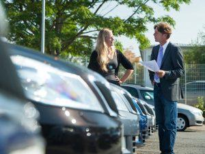 Deutsche geben mehr Geld fürs Auto aus