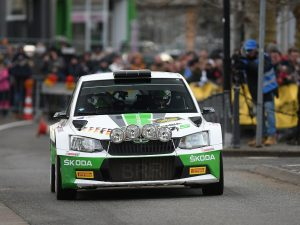 """""""Frau Holle"""" bläst die Rallye-Elite ins Ziel: Skoda triumphiert bei der SPR"""