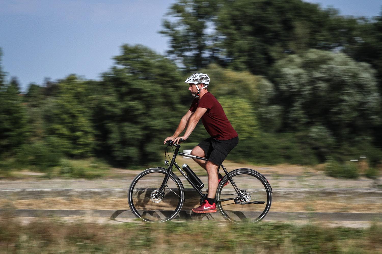 Handys: Niederlande verbieten Mobiltelefone beim Radfahren