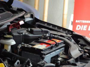 Batterietausch und Starthilfe: Tipps für die Praxis