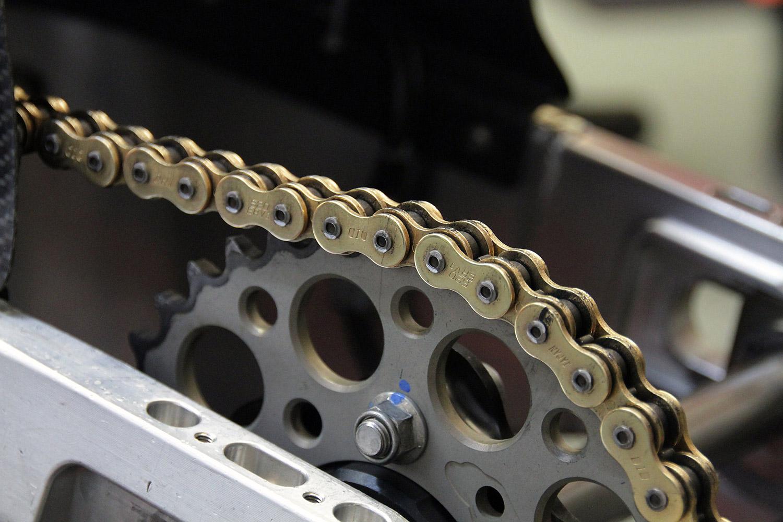 KÜS-Test: Motorrad-Kettensprays im Vergleich