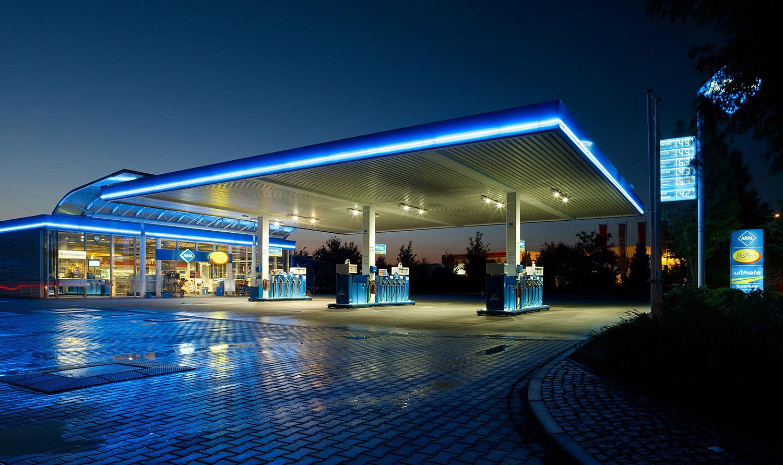 Straßenverkehr: Immer mehr Autos, immer weniger Tankstellen