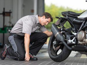 KÜS-Tipp: Sicherer Start in die Motorradsaison