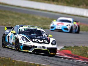 KÜS Team Bernhard:  ADAC GT4 Germany Saisonauftakt in Oschersleben