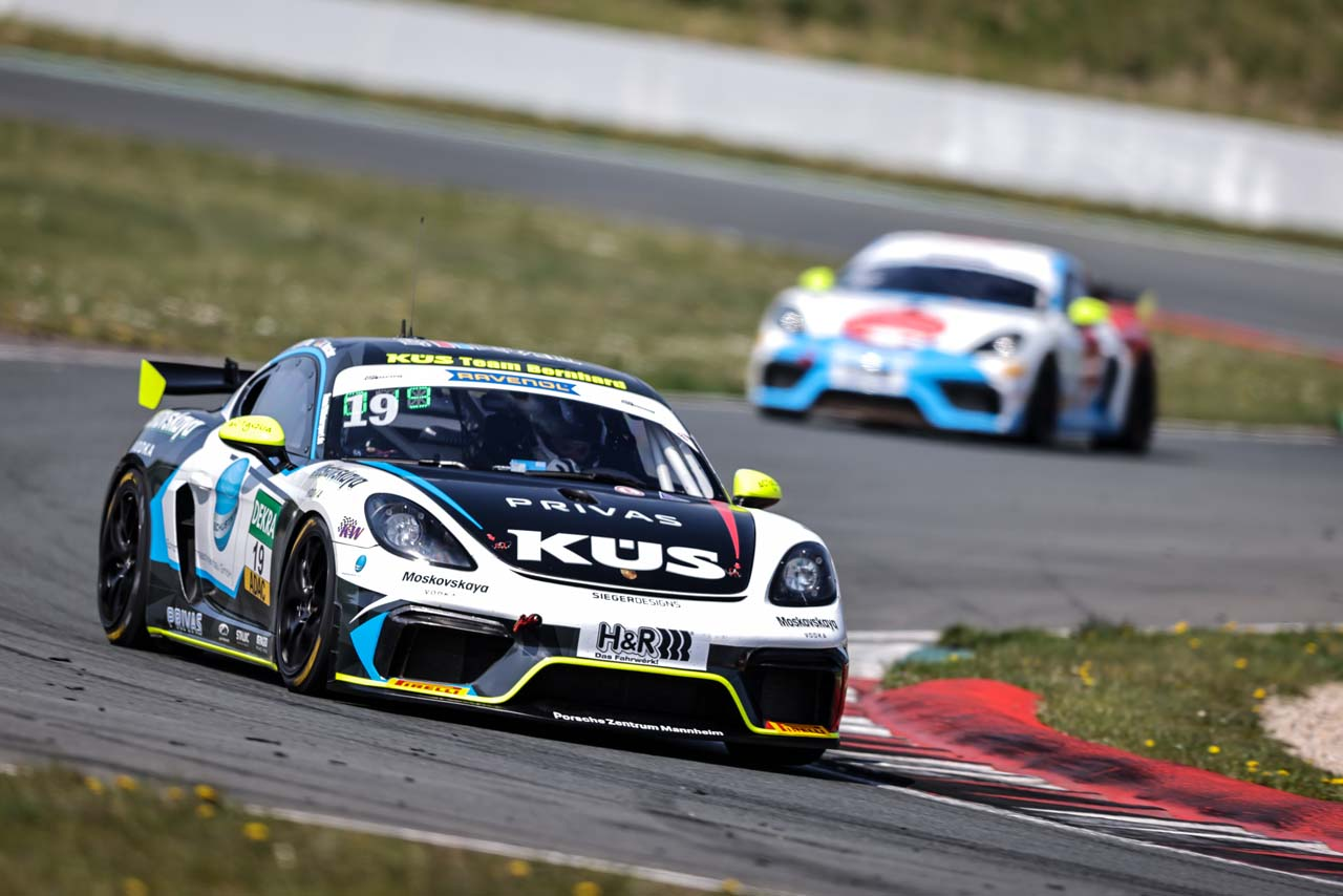 KÜS Team Bernhard:  ADAC GT4 Germany Saisonauftakt in Oschersleben