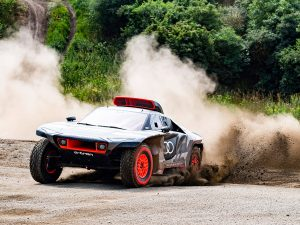 Dakar 2022: Audi startet mit E-Antrieb in neues Zeitalter